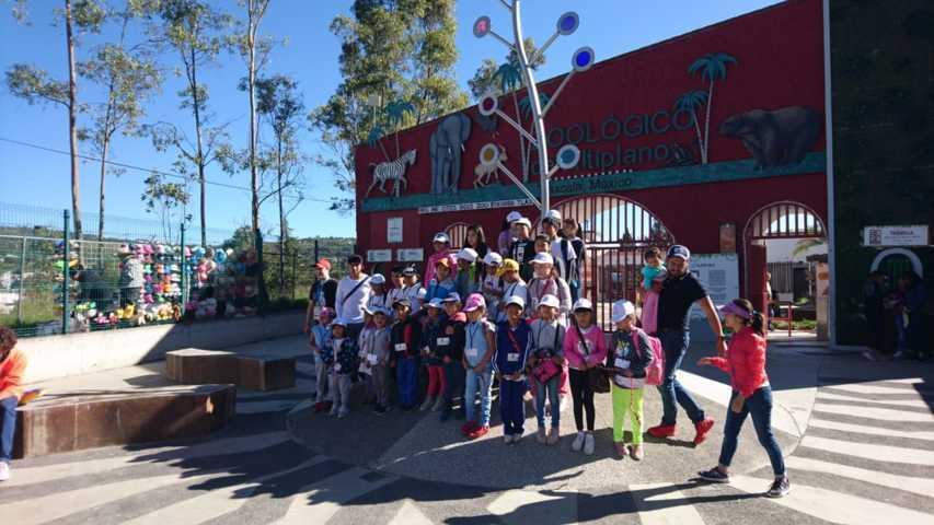 Visitan niñas y niños capitalinos Zoológico del Altiplano