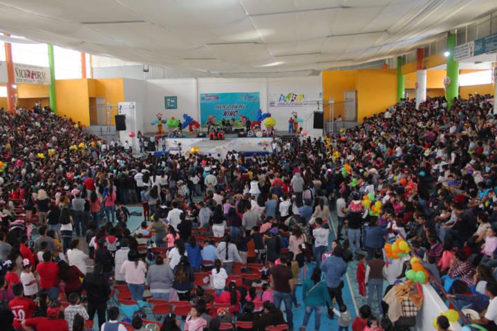 Ayuntamiento festejo en grande a 3 mil niños en su día