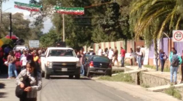 Marchan nuevamente normalistas de Panotla van a exigirle a Camacho