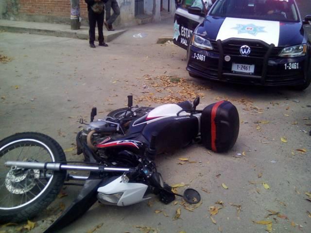 Se registra accidente entre camioneta y moto en Acuitlapilco
