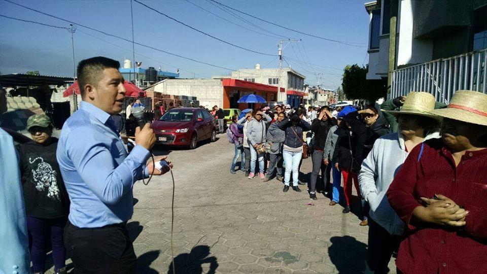 Pobladores del distrito XIII reconocen labor de Adrián Xochitemo