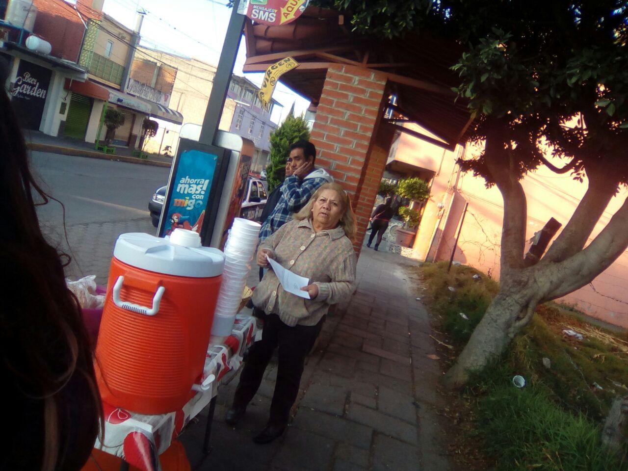 Utiliza a fuerza pública para cobrar piso a puesto de tortas en Totolac