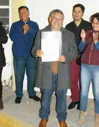 Entregan Constancia de Mayoría a Miguel Muñoz