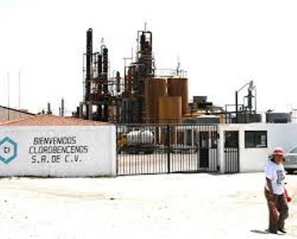 """Explosión en empresa """"Clorobencenos"""" en Tequexquitla"""