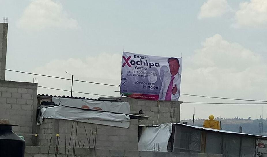 """Comienza la """"guerra sucia"""", le bajan sus lonas en la colonia Xicohténcatl"""