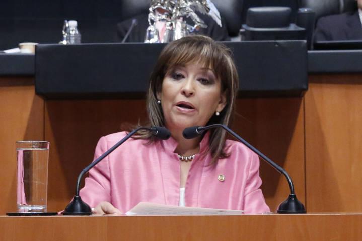 Lorena Cuéllar fija postura sobre toma de tribuna del Senado