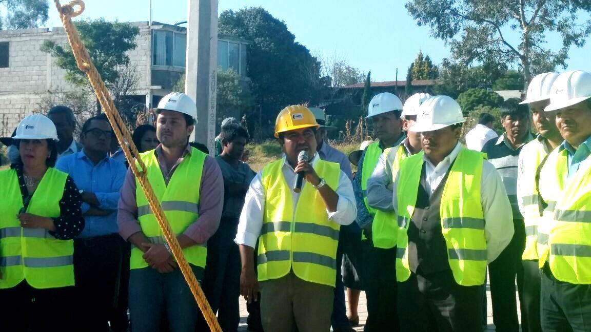 Primer alcalde en inaugurar Obra Pública