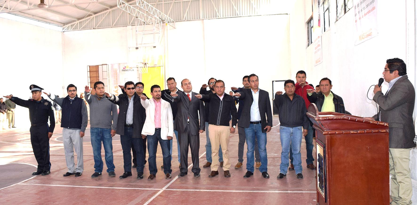 Toman protesta a gabinete en Panotla