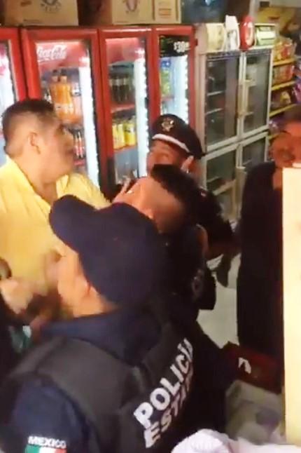 Policías protegían a sus chavos delincuentes de linchamiento