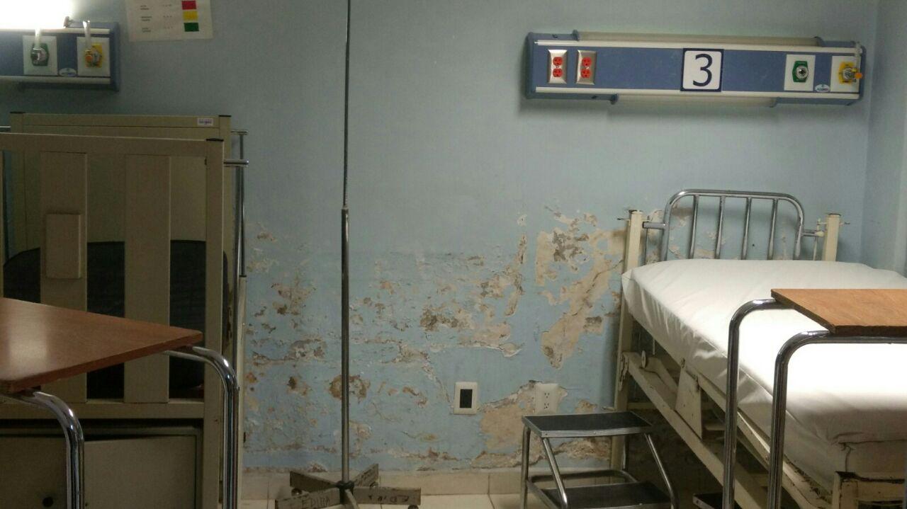 Hongos y humedad en el Hospital General de Tlaxcala