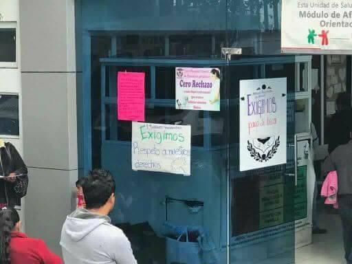 Desaparecen dinero de la SESA, becarios protestan