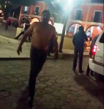 Mal perdedor llega borracho y golpea a policías en Texoloc