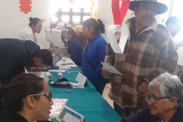En Ixtenco dan seguimiento a 58 pacientes con cataratas