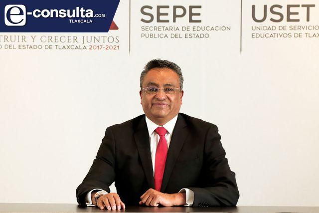Marco Mena nombra a Roberto Lima Morales como nuevo secretario de educación