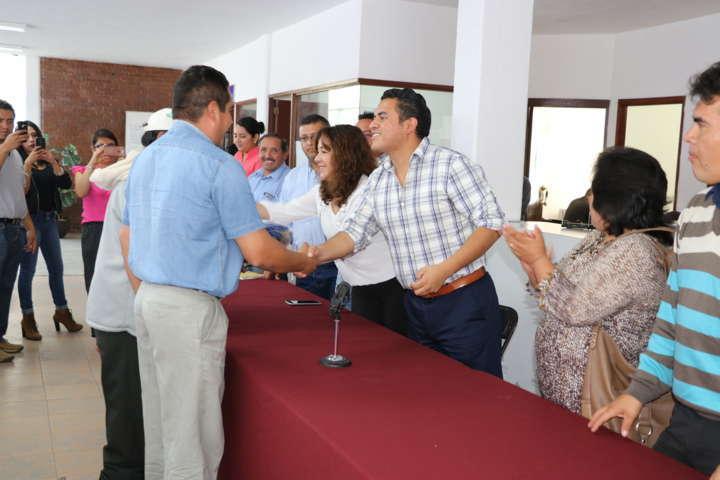 Entrega uniformes a personal de servicios, Ayuntamiento de Apizaco