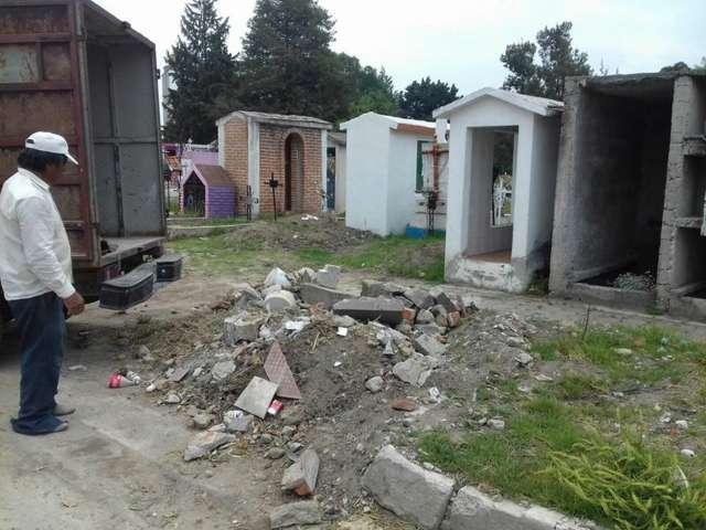 Realizan trabajos de limpieza en panteón municipal de Apizaco