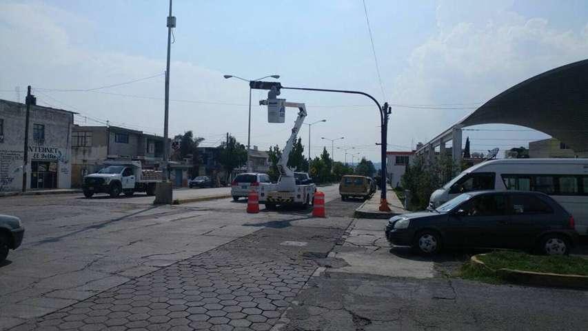 Invierte Ayuntamiento en modernización de semáforos en Apizaco
