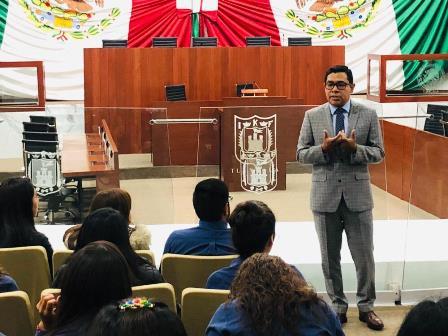 Omar Milton pretende que jóvenes se interesen por la política