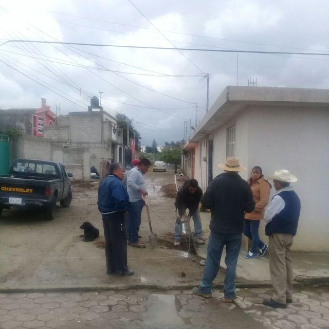 Ayuntamiento previene inundaciones con guarniciones y banquetas