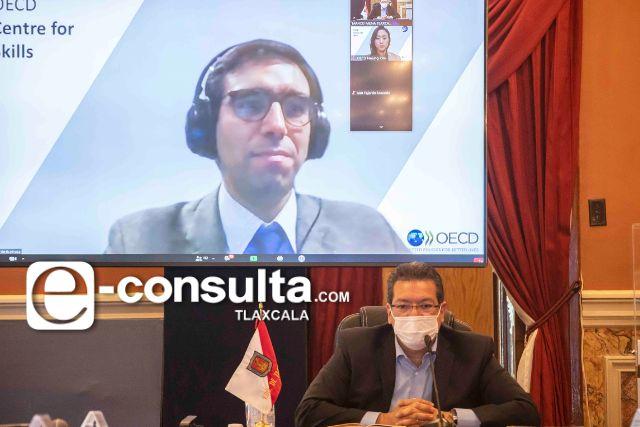 Marco Mena inicia taller de OCDE sobre estrategias laborales en Tlaxcala