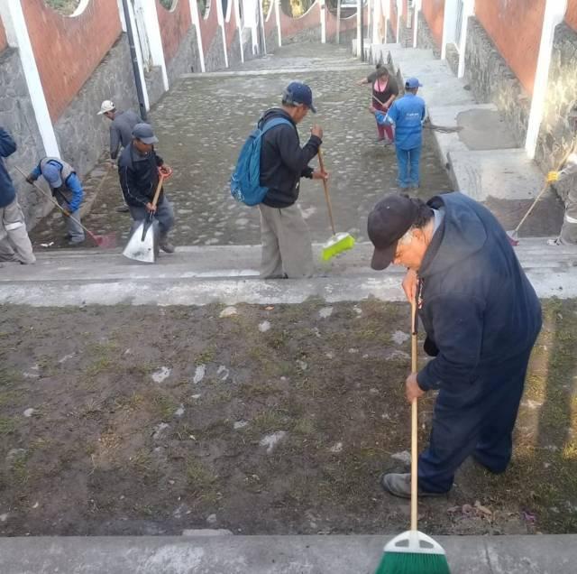 Realiza Servicios Públicos limpieza de calles en Ocotlán