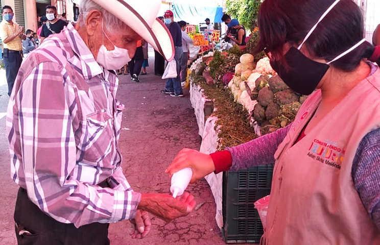 Implementan medidas de salud en mercado de la Loma Xicohténcatl
