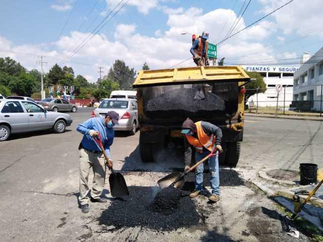 Optimizan servicios de alumbrado público y bacheo en la capital