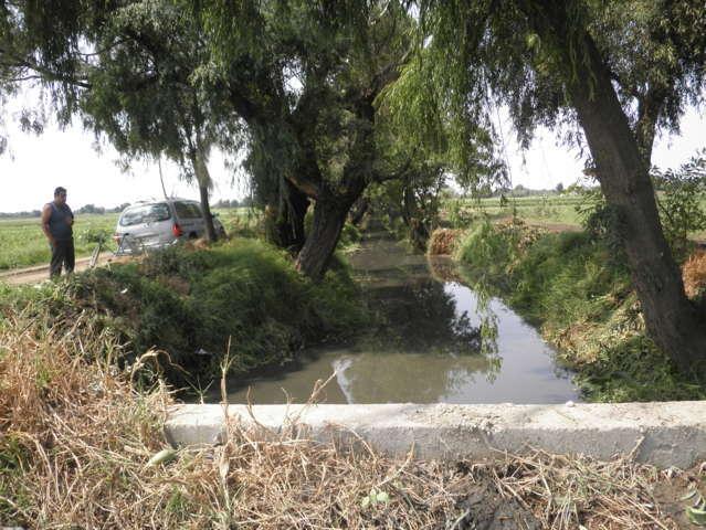 Ayuntamiento previene inundaciones desazolvando zanjas