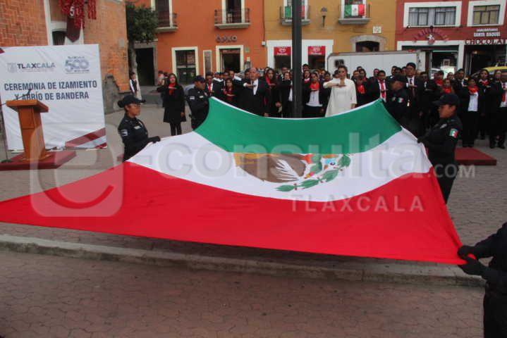 Alcalde realiza el Arrio del Lábaro Patrio en el 209 de la Independencia de México