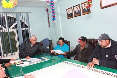Alcalde de Teacalco entrega su 2do informe al Cabildo