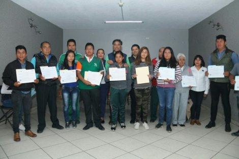 Alcalde de Papalotla y el ITEA entregan certificados de primaria y secundaria