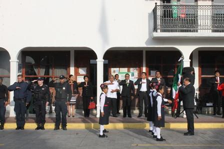 Homenaje marca inicio de Fiestas Patrias en Papalotla
