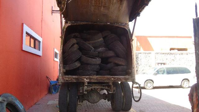 En jornada de limpieza retiran 300 llantas de calles de Papalotla