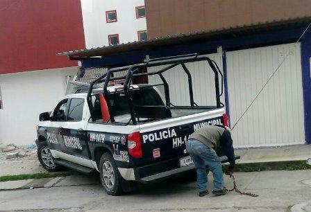Policía de Huamantla se estampa contra casa por ir en persecución