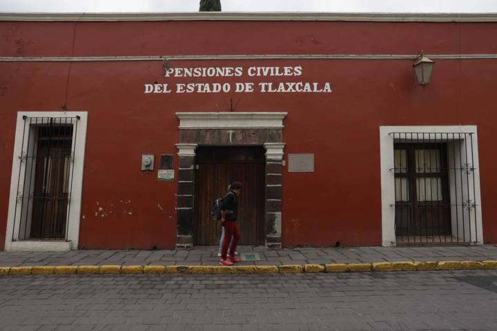 Designa Marco Mena A Roberto Moran Pérez Director General De Pensiones Civiles