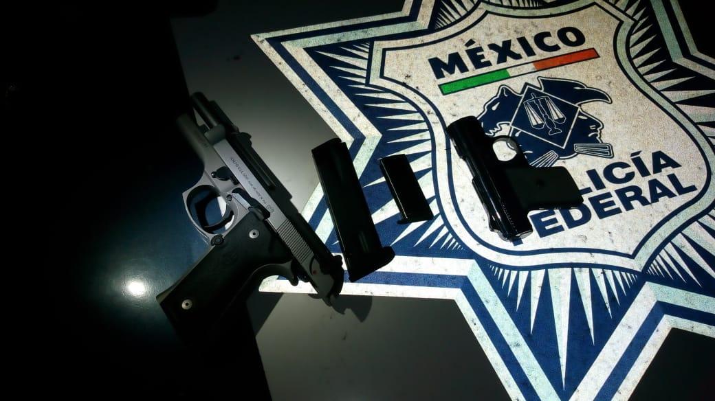 Detienen a tres personas con cuatro armas de fuego sobre la carretera México-Querétaro