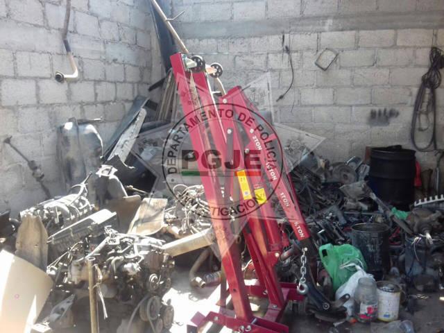 Ubica predio en Zacatelco con vehículos robados y desvalijados