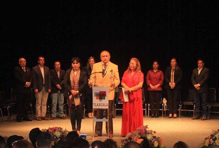 Exponen su arte poetas de México y el mundo en Tlaxcala