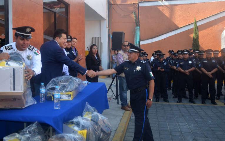 Reconoce Escobar Jardínez a policías por su trabajo, lealtad, y compromiso con Tlaxcala