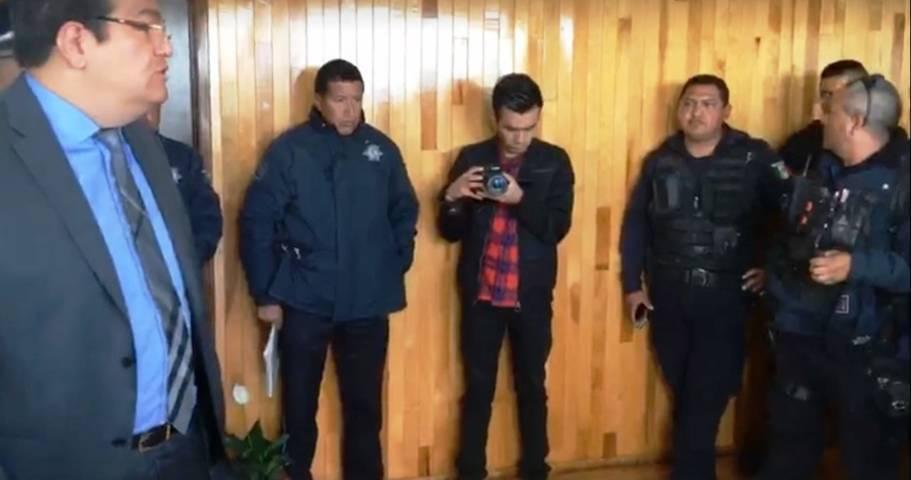 Policías de Huamantla exigen al alcalde salida de su director