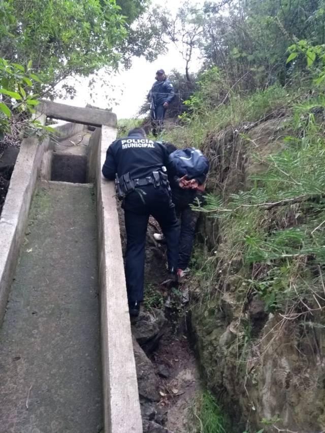 Asegura policía a dos delincuentes dedicados al robo de colectivas