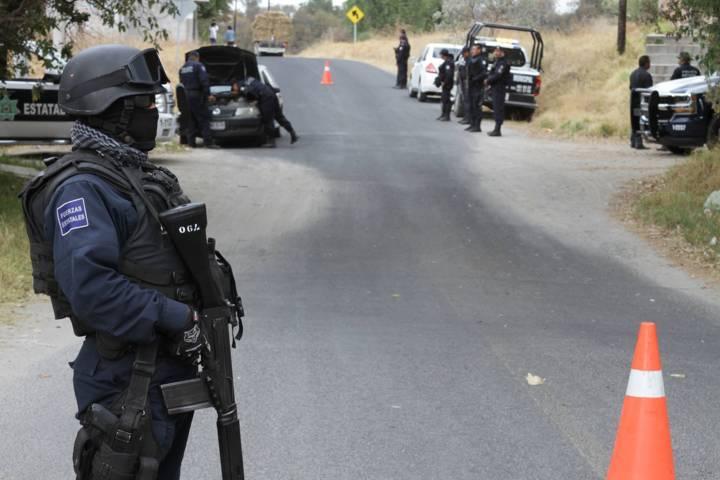 Denuncian policías estatales a través de prensa abusos de sus jefes