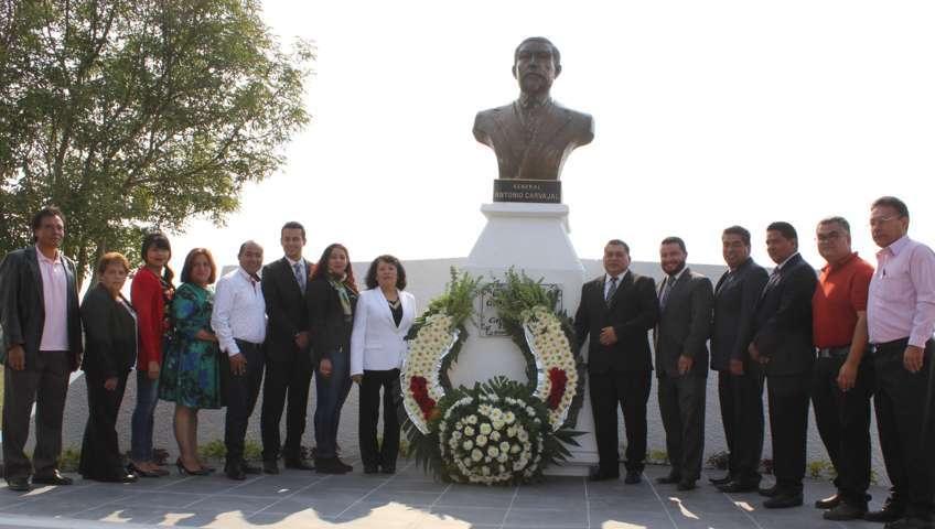 """Entrega Eloy Reyes Juárez el galardón """"Antonio Carvajal"""", cabildo decreta su entrega anual"""