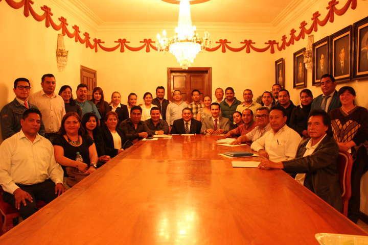 Presenta Eloy Reyes a funcionarios de su administración
