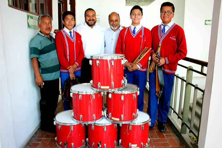 Badillo Jaramillo apoya banda de guerra el Benavente con tambores