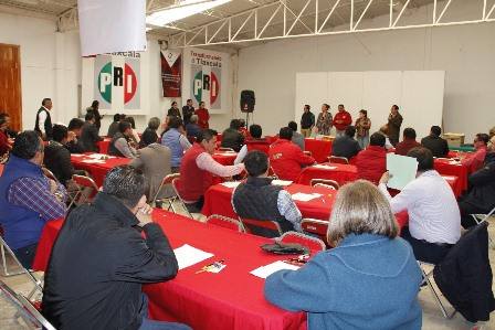 Presentan examen aspirantes a diputados locales por el PRI