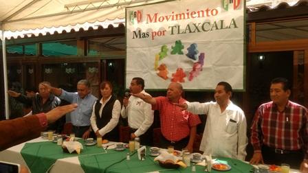 Líder del PRI toma protesta a integrantes de