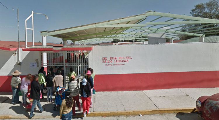 Poder absoluto ejerce directora de primaria en Tlacochcalco