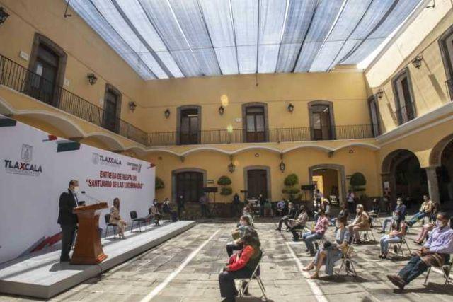 Marco Mena apoya con 2 mdp a 500 guías y monitores del Santuario De Las Luciérnagas