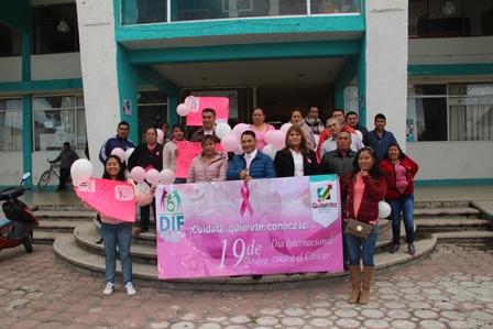 Con caminata conmemoran el día de la lucha contra el cáncer de mama
